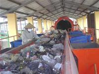 Lắp đặt máy xử lý rác thải nilông thành vật liệu xây dựng do TS Mai Ngọc Tâm và các cộng sự nghiên cứu, chế tạo