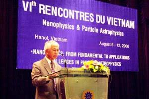 GS Trần Thanh Vân trong lễ khai mạc.