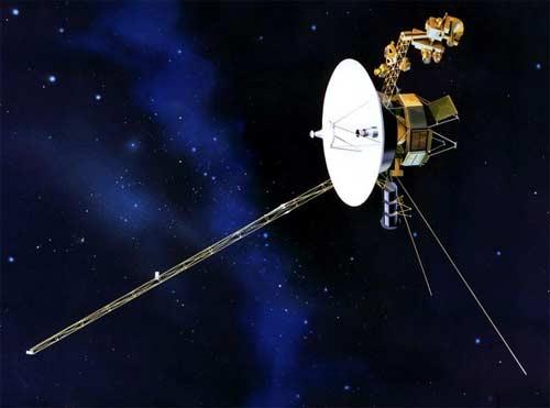 Các vệ tinh Voyager 1 và 2 được phóng lên vũ trụ vào năm 1977