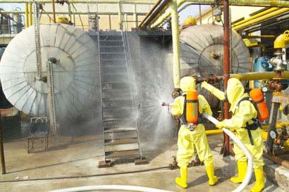 Lực lượng cứu hỏa đang khắc phục hậu quả vụ rò khí Ammonia