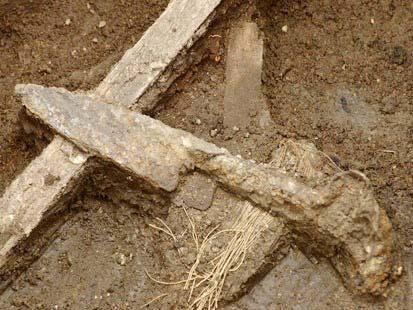 Con dao gây án nằm dưới nhà xí từ thế kỷ thứ 19