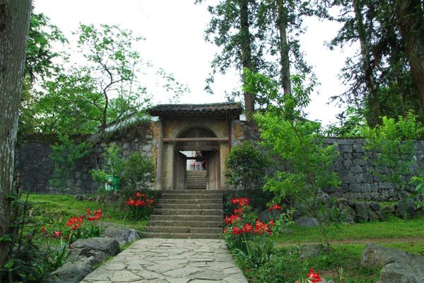Image result for thăm dinh thự vua mèo