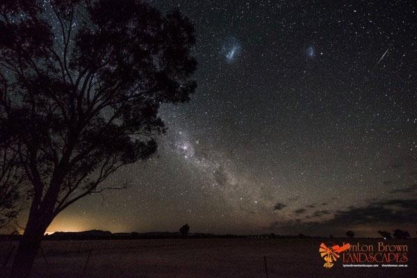 """Ảnh """"nóng"""": Mưa sao băng Geminid """"ghé thăm"""" Trái đất"""