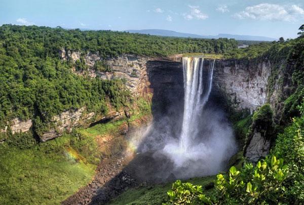 10 thác nước hùng vĩ nhất hành tinh