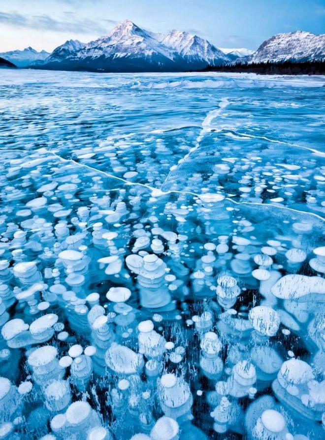 Quang cảnh kỳ vĩ của những hồ nước đóng băng trên thế giới