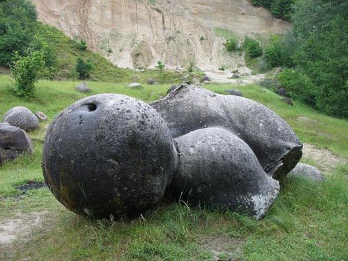 Kinh ngạc loại đá tự lớn lên sau cơn mưa 6