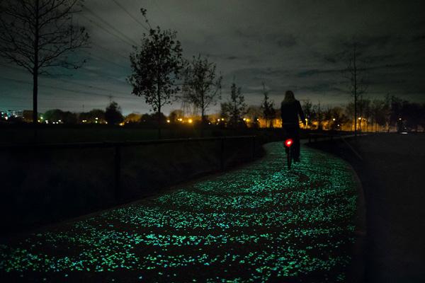 Phát minh mới: Sơn phản quang đặc biệt cho người đi xe đạp trong đêm